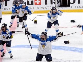 Finská radost ve finále mistrovství světa žen v hokeji.