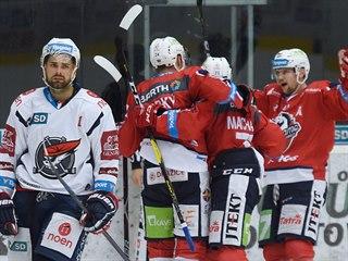 Zatímco chomutovský Petr Koblasa smutní, hokejisté Pardubic slaví setrvání v...