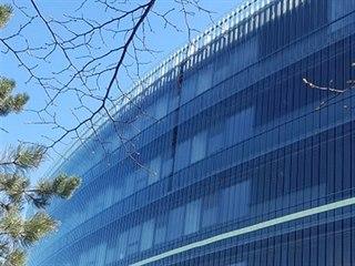 Z Národní technické knihovny spadla třetí tabule skla. (18.4.2019)