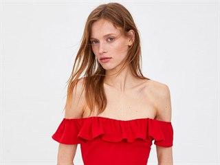 Zara, 799Kč  Dejte vyniknout své ženské stránce v červených šatech rovným...