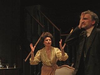 Záběr z představení Přízraky v Dejvickém divadle