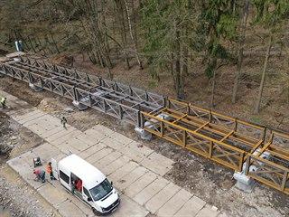 Kvůli přestavbě mostu v safari ve Dvoře Králové  vypustili jezírko.