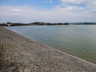 Přehrada Rozkoš na Náchodsku má konečně zase vodu díky vydatné zimě. U hlavní...