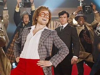 Taron Egerton coby Elton John a Richard Madden jako jeho milenec John Reid ve...
