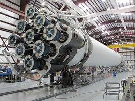 Devět motorů Merlin na Falcon 9 (Falcon 9 v 1.0) ještě s původním uspořádáním...