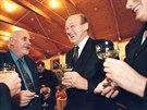 Marián Čalfa (uprostřed) na setkání bývalých ministrů ČSFR. (9. listopadu 2001)