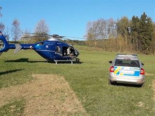 Policisté na Železnobrodsku pátrali po mladé ženě (19. dubna 2019).