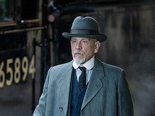 John Malkovich jako Hercule Poirot