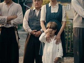 Záběr z německého filmu Nikdy neodvracej zrak