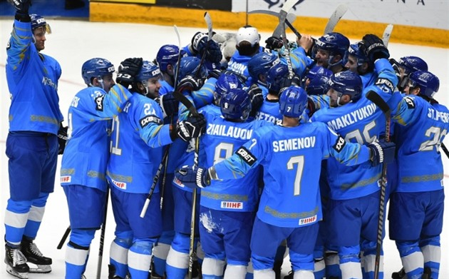 Kazachstán má v nominaci tři rodilé Kanaďany a jednoho Švéda, Karlsson chybí