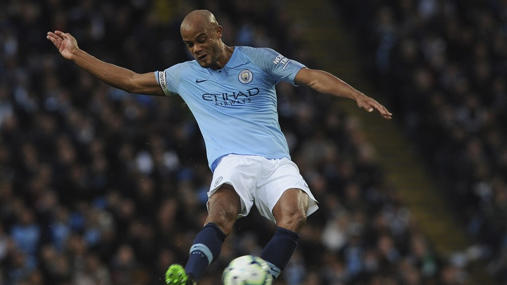 Kapitán City po triumfech končí. Kam se Kompany z Manchesteru vydá?