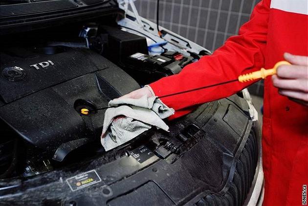 Majiteli vozu se zdála vysoká cena za opravu, automechanik jej zbil