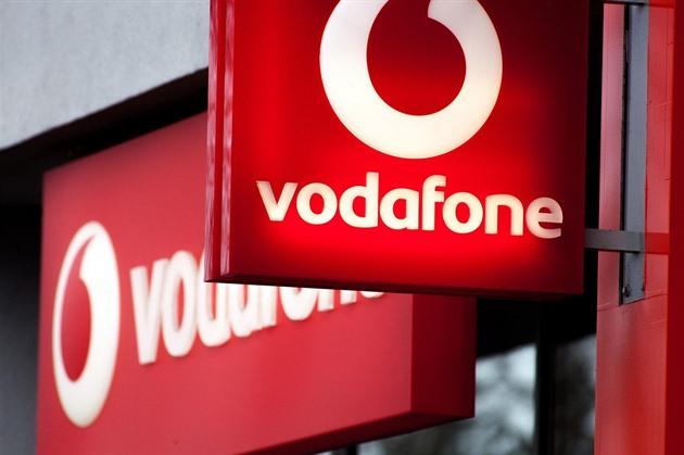 Ztráta, propad ceny akcií. Vodafone škrtá a prodává, aby měl na 5G