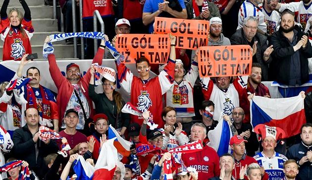 Českému hokeju sa zmena dresu vypláca, firmy však stále parazitujú na znaku