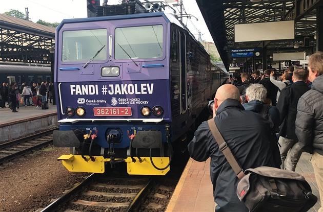 d220f592e2544 MS 2019 | Pivo máš? Vlak s hokejovými fanoušky vyrazil do Bratislavy ...