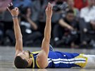 Stephen Curry z Golden State Warriors po faulu.