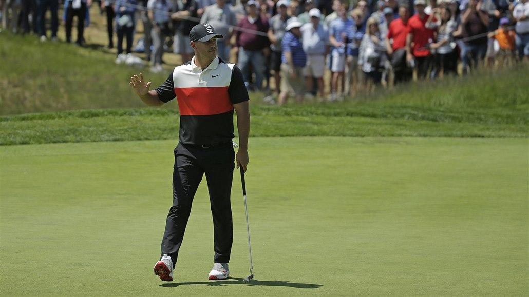 Obhájce Koepka začal PGA Championship skvostně, Woods kazil