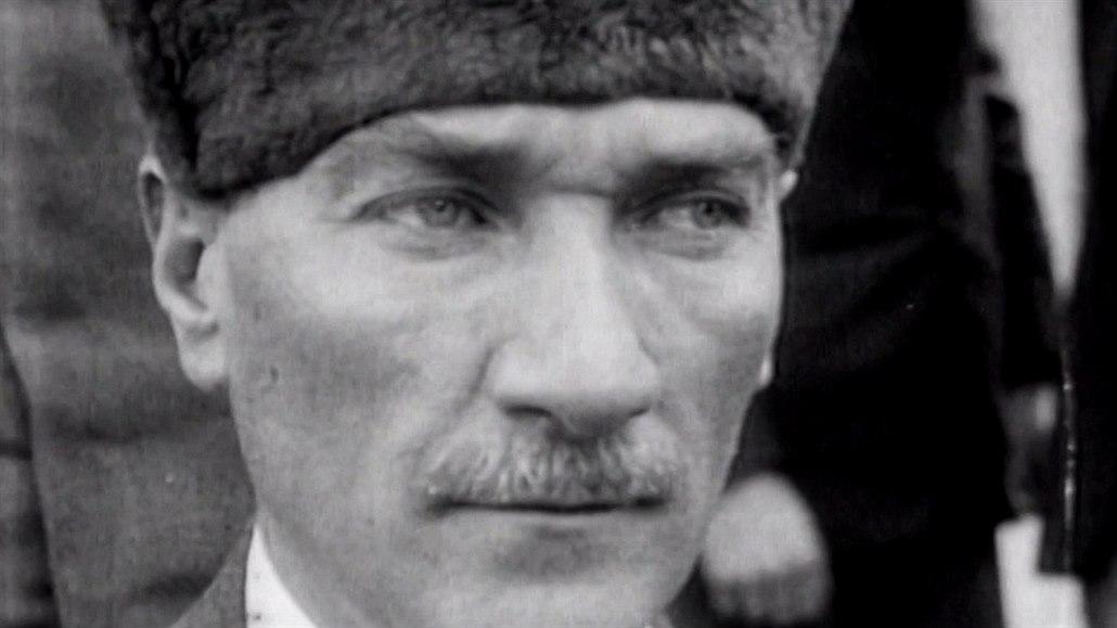 Před 100 lety se v Turecku zrodila Atatürkova hvězda