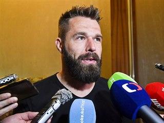 Útočník Milan Gulaš hovoří s novináři 14. května 2019 na mistrovství světa v...