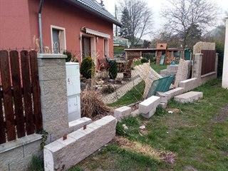 Plot u Václavova rodinného domku poničila vichřice.