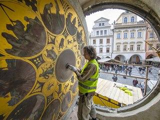 Rekonstrukci věže Staroměstské radnice si lze nyní prohlédnout krok za krokem....