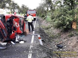 Při nehodě mezi obcemi Hlohovice a Skoupý na Rokycansku zemřela v osobním autě...