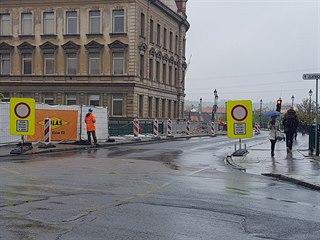 Dopravní komplikace přineslo uzavření Rooseveltova mostu v Plzni. Jeho opravy...