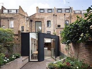 Řadovka leží v samém srdci Londýna a je obklopená historickými budovami.
