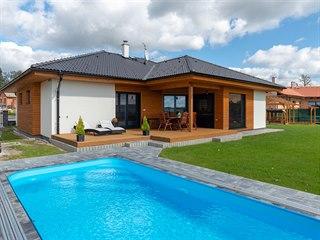 Rodina pana Josefa si v jižních Čechách postavila montovaný bungalov.