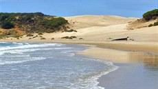 a3924fadf Playa de la Bolonia, v pozadí je vidět písečná duna.