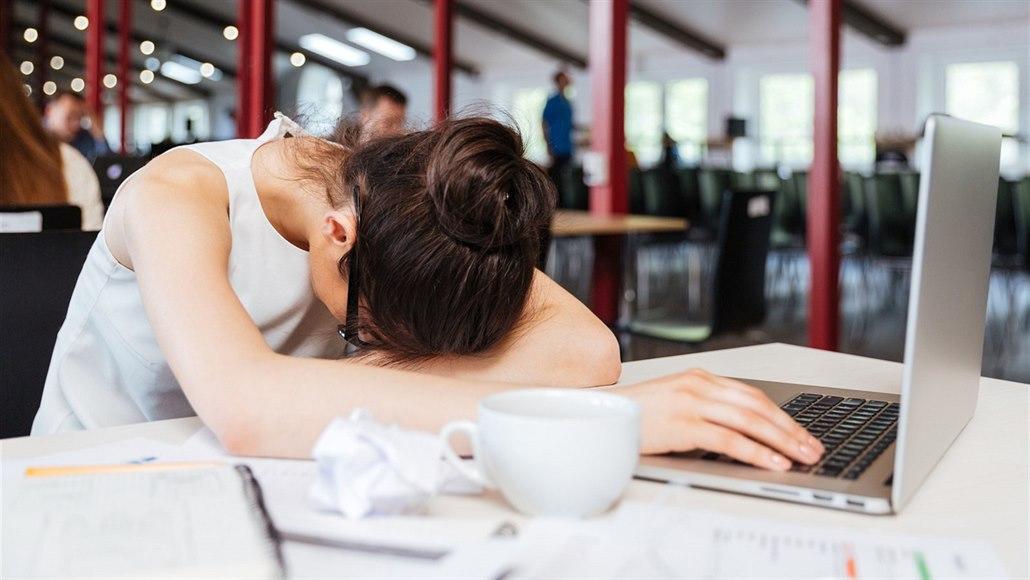 Kolik pracovat a přitom se nezbláznit? Jeden den v týdnu, doporučuje studie