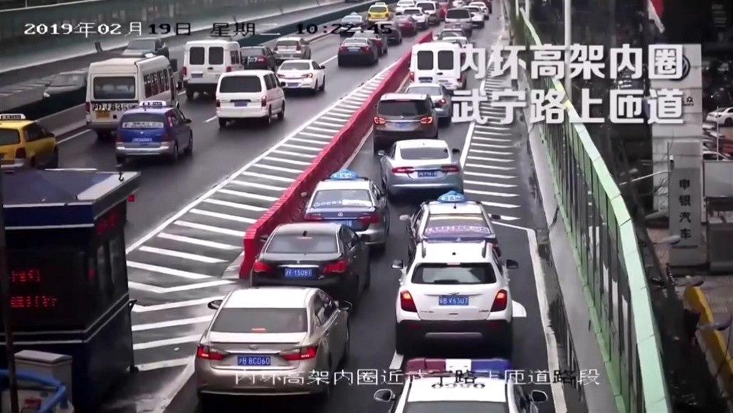 VIDEOKURZ: Číňané školí české řidiče. Ukazují, jak správně zipovat