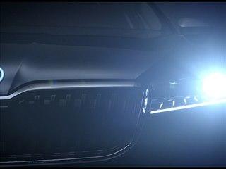 Faceliftovaná Škoda Superb se začíná odhalovat