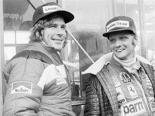 Rakouský jezdec Niki Lauda (vpravo) a britský závodník James Hunt na velké ceně...