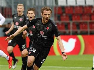 Tomáš Souček se raduje z proměněné penalty ve finálovém zápase proti Baníku.