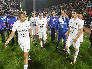 Zklamaní fotbalisté Baníku po prohraném finále Mol Cupu.