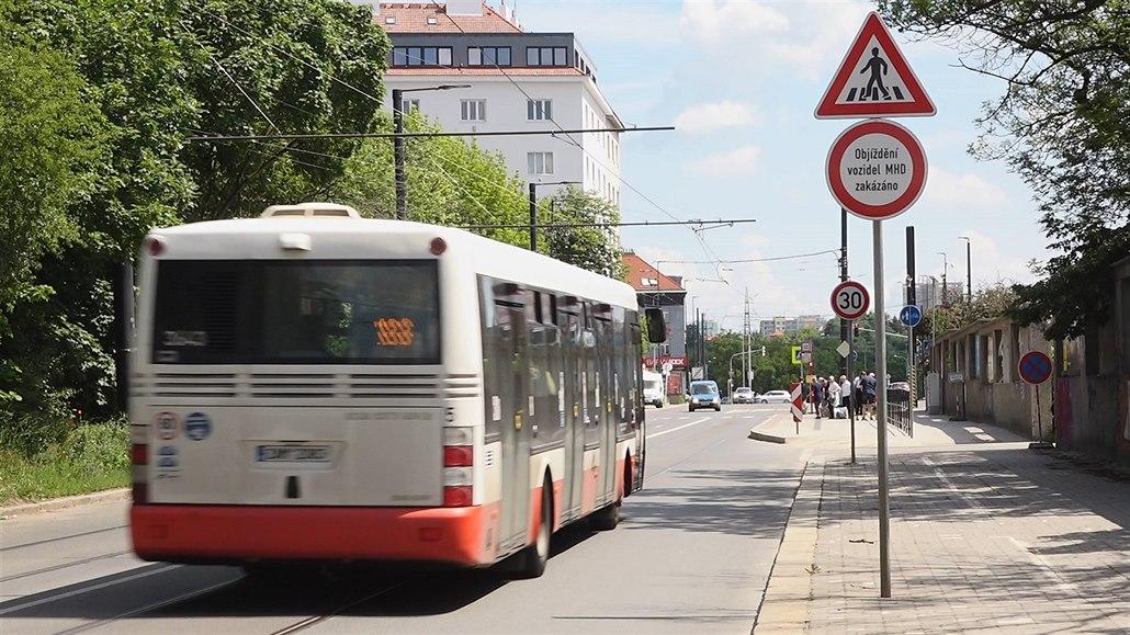 Značka v Praze mate řidiče. Porušení zákazu stojí nejmíň 1500 korun
