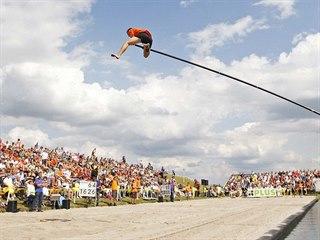 Sportu fierljeppen daly vzniknout těžkosti, které pro venkovany ve Frísku...