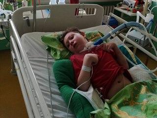 Adámek čtyři dny po operaci mandlí začal silně krvácet, minuty čekal na pomoc...