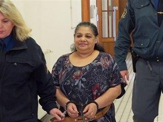 Obviněná Soňa K. odchází z vazebního zasedání na Obvodním soudu pro Prahu 3 (4....