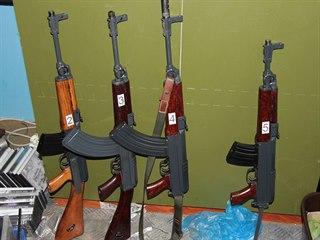 Zbraně zadržené u devíti mužů