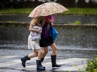 Silná bouřka provázená přívalovým deštěm v Praze (6. června 2019)
