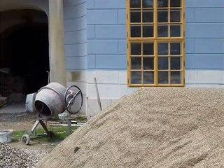 Oprava zámku v Peruci