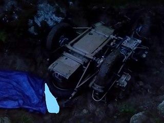 Historický motocykl se převrhl při jízdě v rozbahněném terénu. Řidič nehodu...