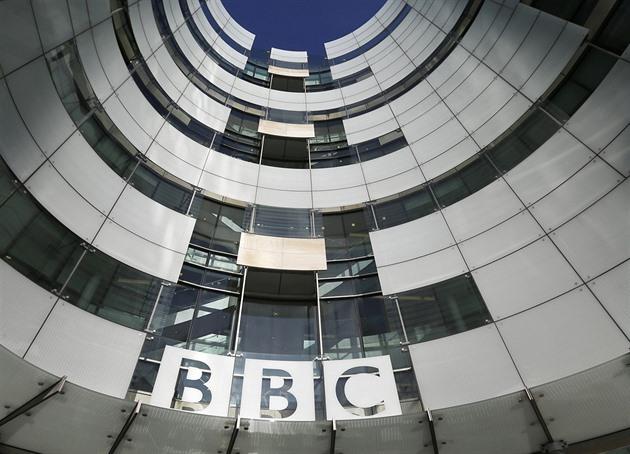 Britové v televizi slyší častěji o dortu než o změně klimatu, říká průzkum