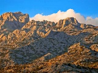 V Paklenici je vyznačeno 150 kilometrů horských turistických cest.