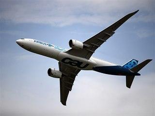 Airbus A330neo na 53. ročníku International Paris Air Show na letišti Le...
