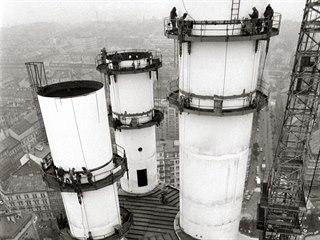Žižkovský televizní vysílač se začal stavět v roce 1985, dokončen byl v roce...