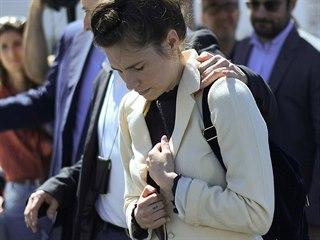 Amanda Knoxová po příletu na letišti v Miláně.