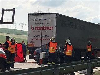 Při střetu osobního a nákladního auta  na D1 zemřeli dva lidé.  (10. června....